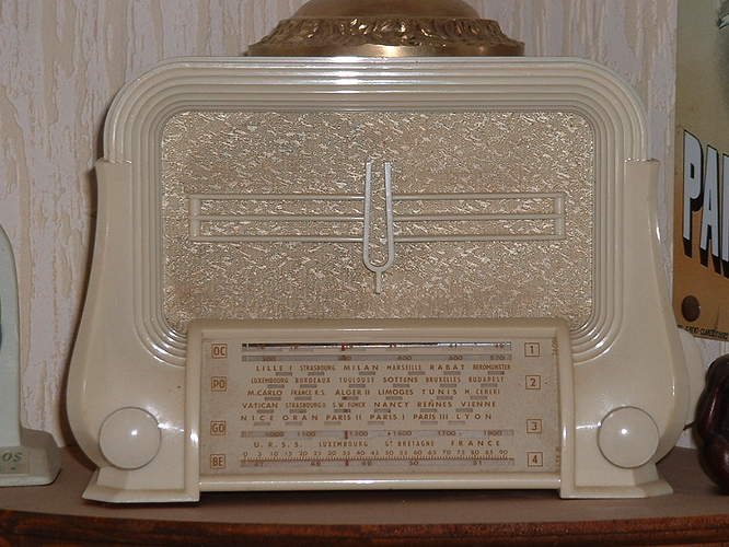 collection radios 106