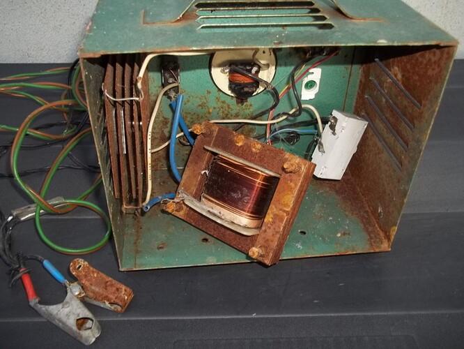 vieux chargeur 6-12V poubelle (1)
