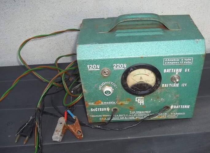 vieux chargeur 6-12V poubelle (2)
