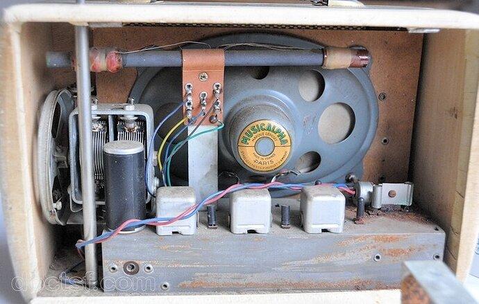 reela-transistor-7-interieur_i31154M7