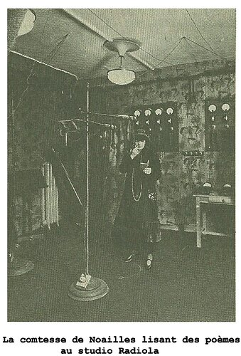 figure 2 - La comtesse de Noailles au studio Radiola