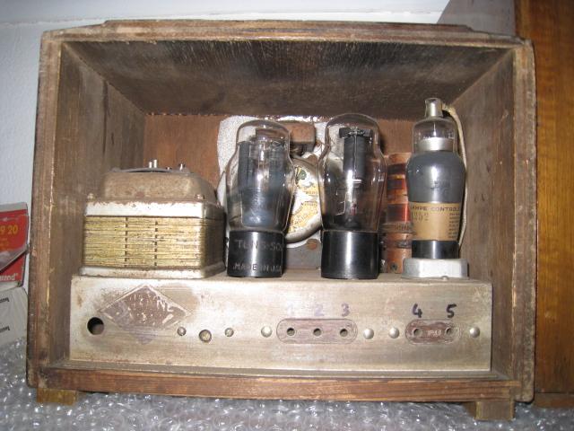 Texte illustré sur le développement de la radio a Lyon.