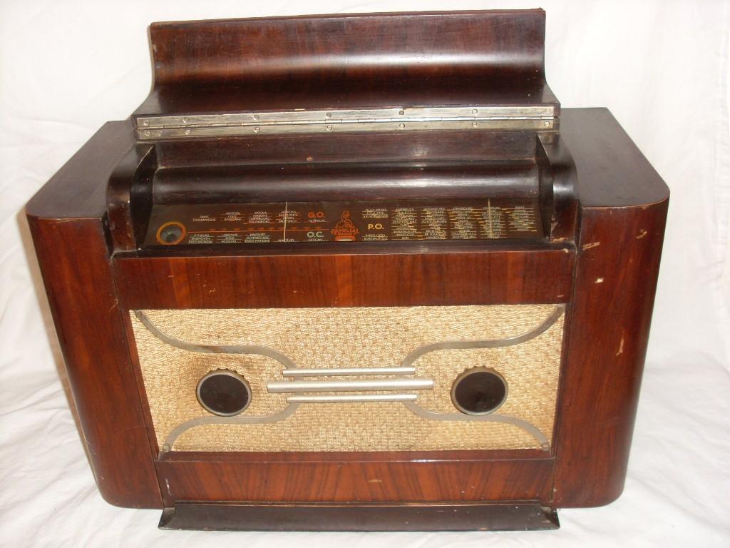 FAMILIAL RADIO R709 (Copier)