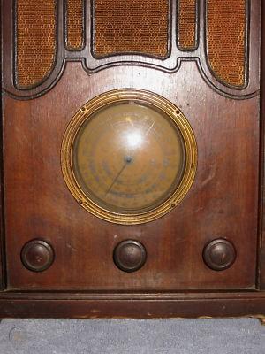 vintage-1934-colonial-tube-radio-wood_1_5c6c1eb65bcf01f8f8a2e16c50a1f7b2